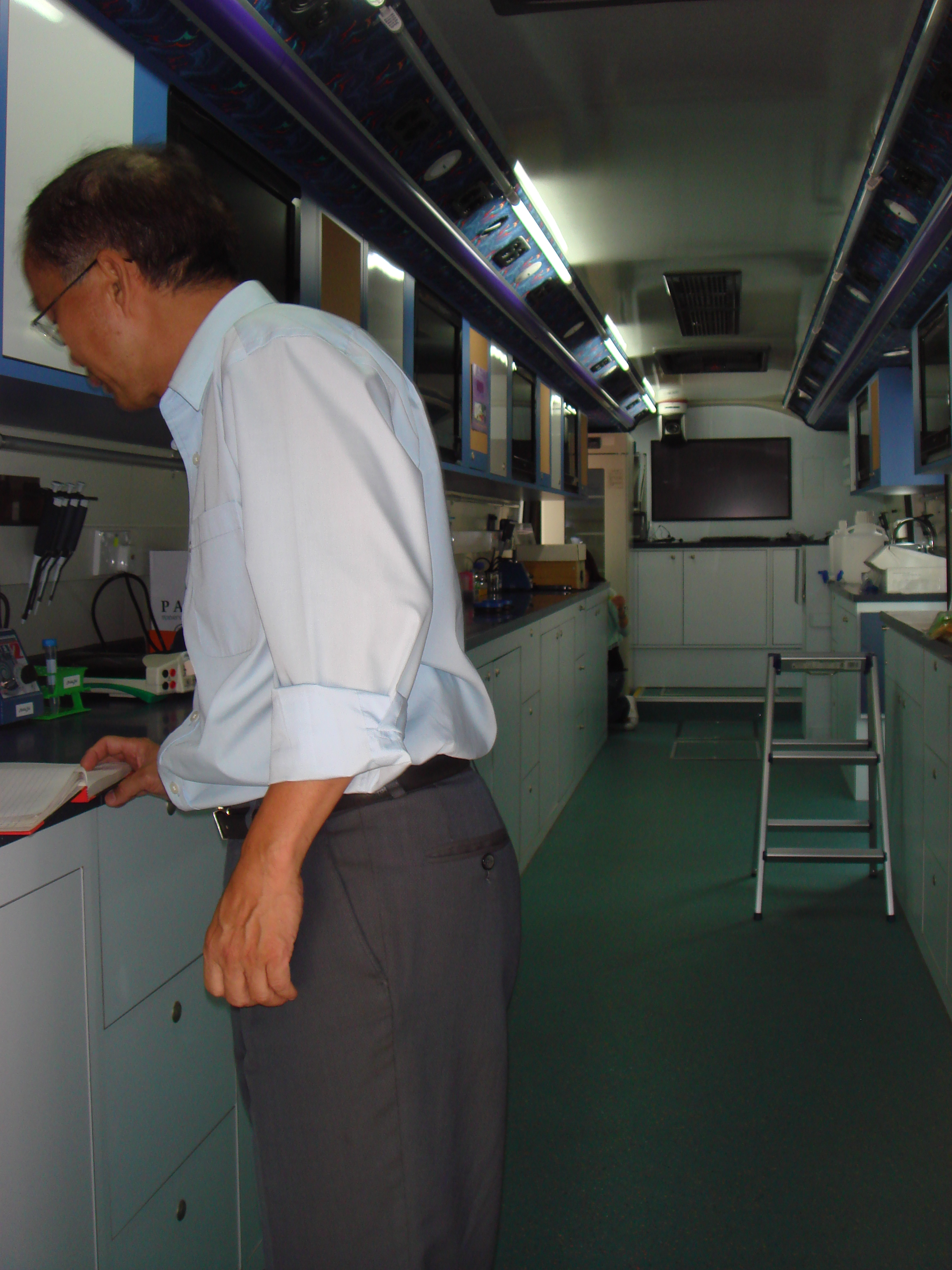 An overview of the inside of the bus. I am amazed that it is designed for holding a full class of 40+ students.